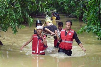 red-cross-flood-rescue-myanmar